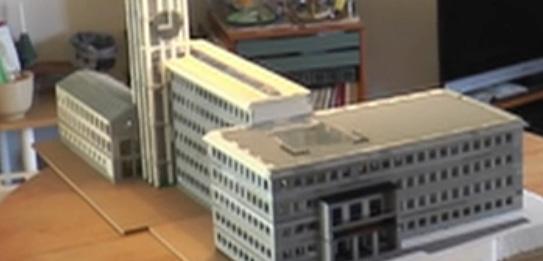 Aage bygger Århus Rådhus af 10.000 LEGO-klodser